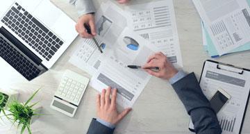 Board meeting between sourcing team and procurement professionals